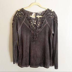 Gimmicks by BKE Long Sleeve Top Large